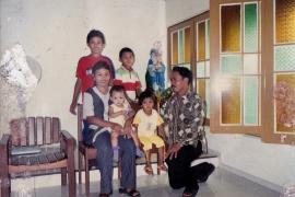Foto Keluarga pada Tahun 2007 di Gereja St. Yohanes Pemandi Pahauman